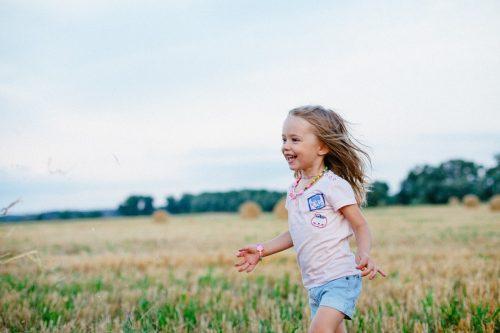 Motnja pozornosti in koncentracije, vzgoja, srečno otroštvo.