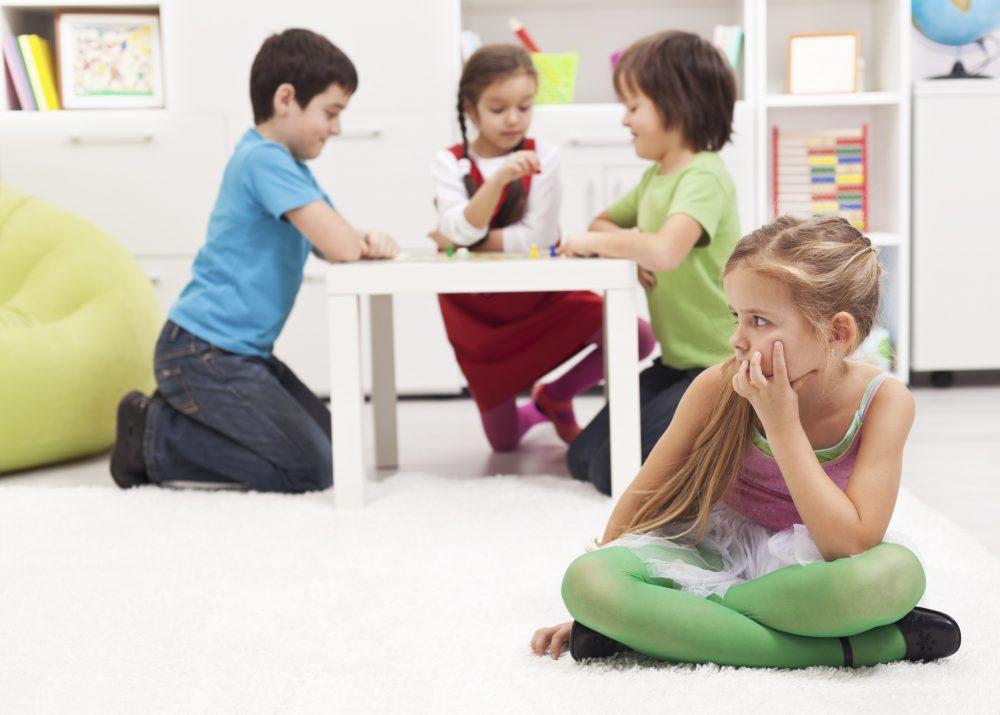 Šibko razvite socialne veščine, otrok se ne igra z drugimi