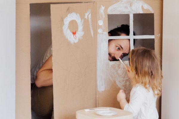 Igrala terapija in spodbujanje zgodnjega razvoja otroka