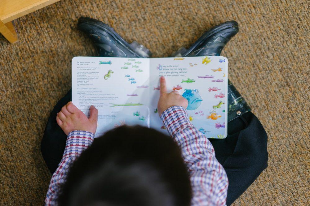Govorni razvoj otroka: Od bebljanja do pripovedovanja zgodb