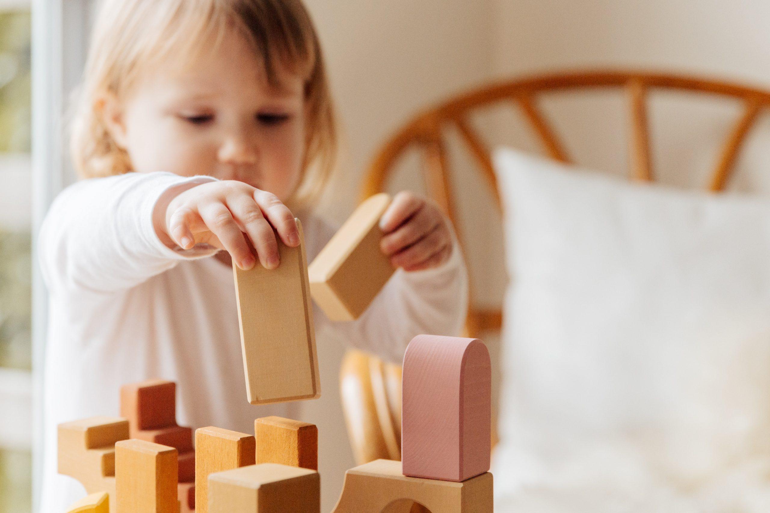 Otroška igra – kako se razvija in zakaj je pomembna?